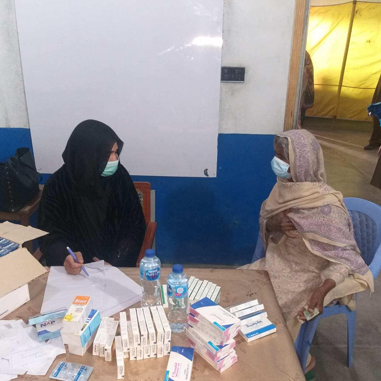 Zilah Chakwal ke ilaqa کھوکھرزیر mein aik roza free medical camp - 5