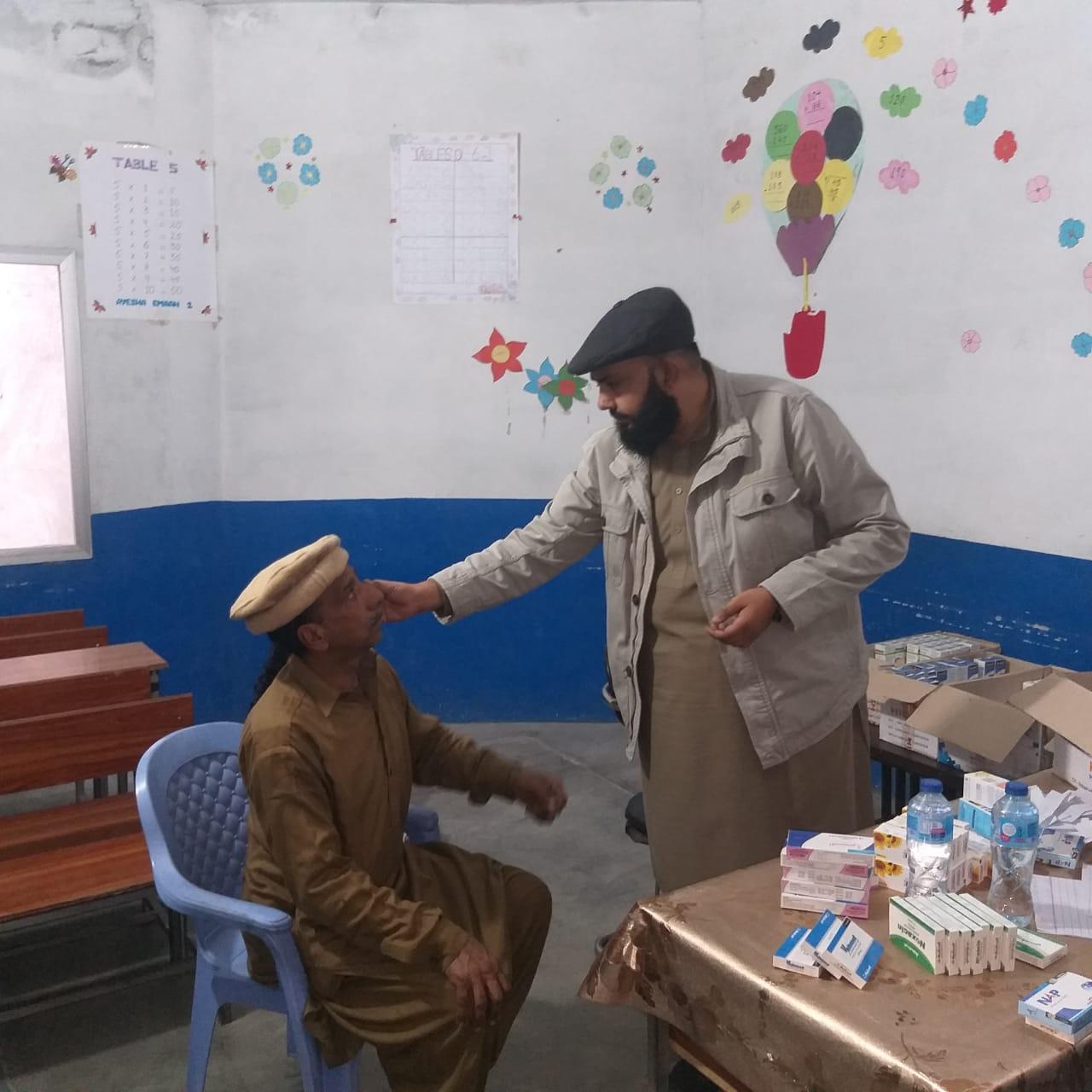 Zilah Chakwal ke ilaqa کھوکھرزیر mein aik roza free medical camp - 2